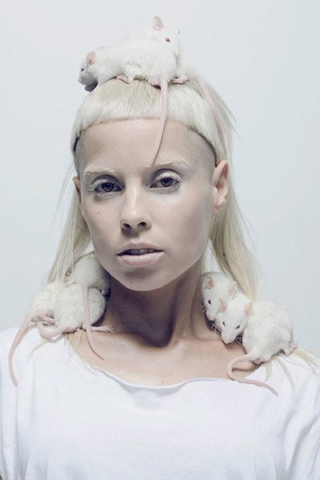 yolandi-visser-white-mice-die-antwoord.jpg